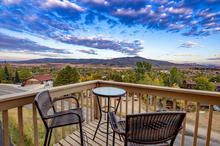 Dog Friendly, Private Entrance, Amazing Views, Private Hot Tub, Free Bus, Garage, Wood Fireplace