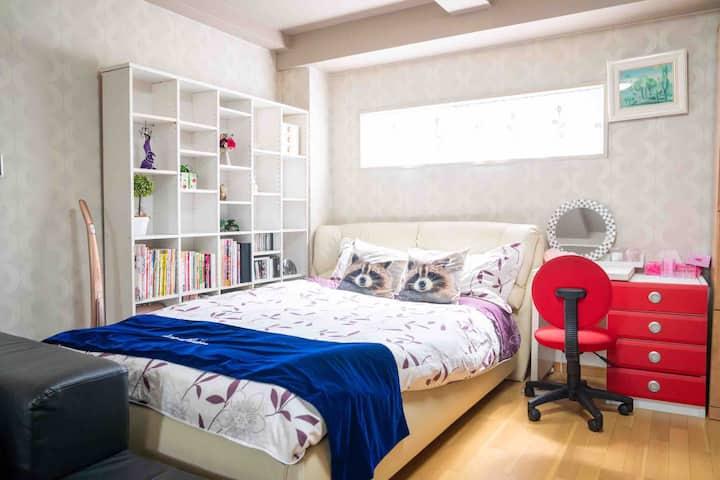 301室 和室與洋室並立的超大空間,附有小廚房,專屬的衛浴設備非常適合家族,好友旅遊共住。