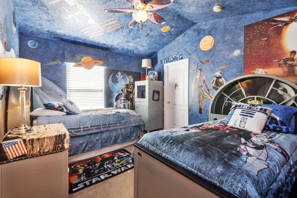 Star Wars Bedroom with Twin Beds
