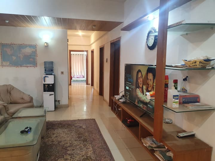 3 bedrooms Furnished Apartment With Hill View