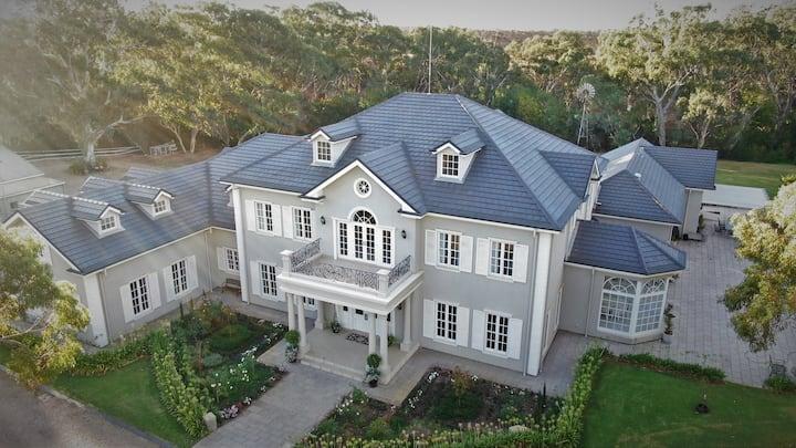 Yatahlia Manor 4 Bdrm Luxury between CBD & Hills