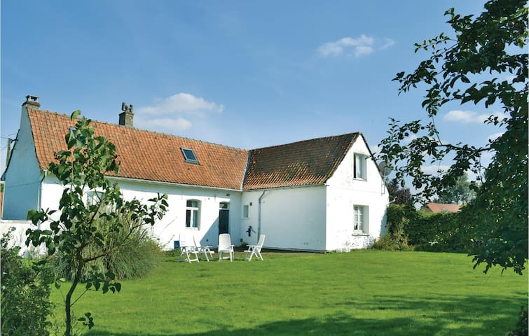 Holiday cottage with 4 bedrooms on 140m² in Cheriennes