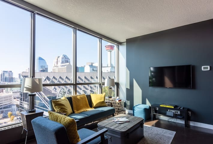 The Sean Connery Luxury Suite - Mid Century Modern