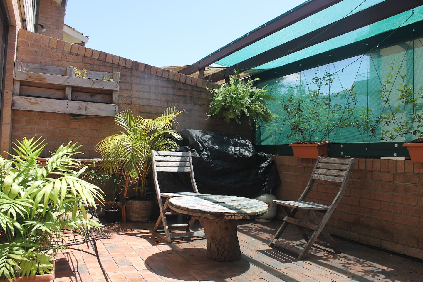 Private and sunny courtyard...with BBQ