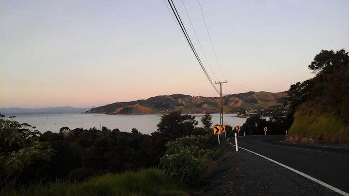 Kawakawa Bay Cozy Retreat