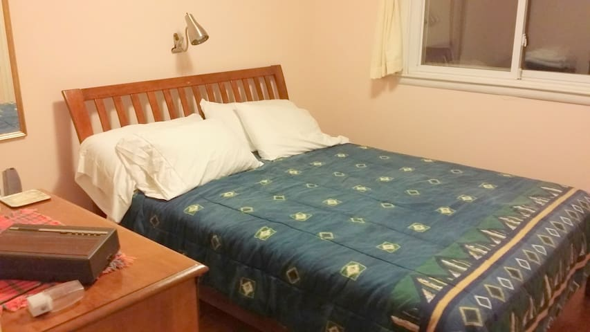 Chittenango Falls: Bedroom 1 at RidgeView! - Cazenovia