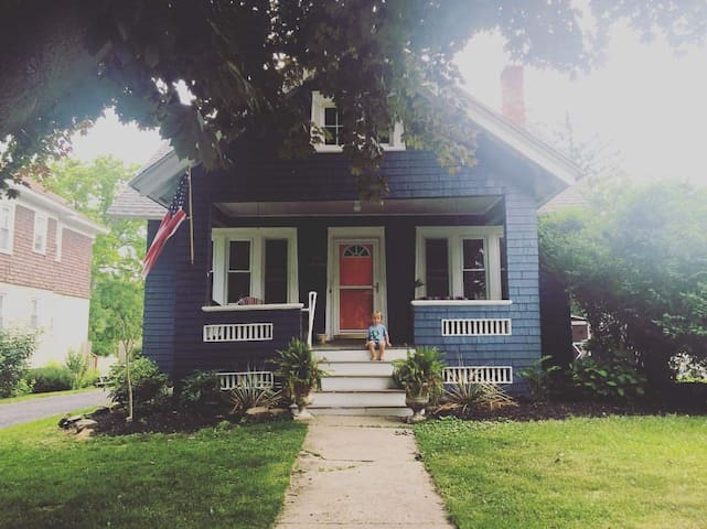 Adorable Auburn East End Bungalow
