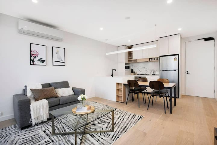 Boutique Abode - Heart of Ivanhoe + Free Parking!