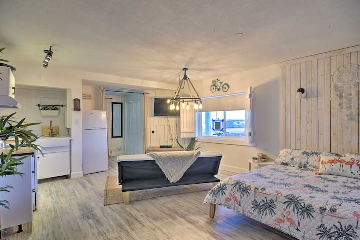 NEW! Idyllic Pass-A-Grille Studio, Walk to Beach!