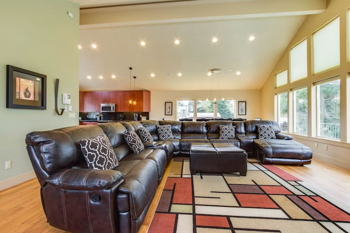Spacious home with multiple decks and hot tub - close to town and beach!