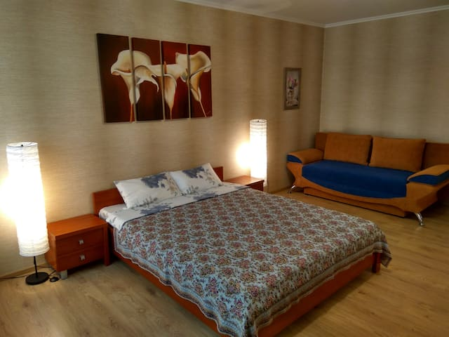 Golovatskogo 105-A apartment