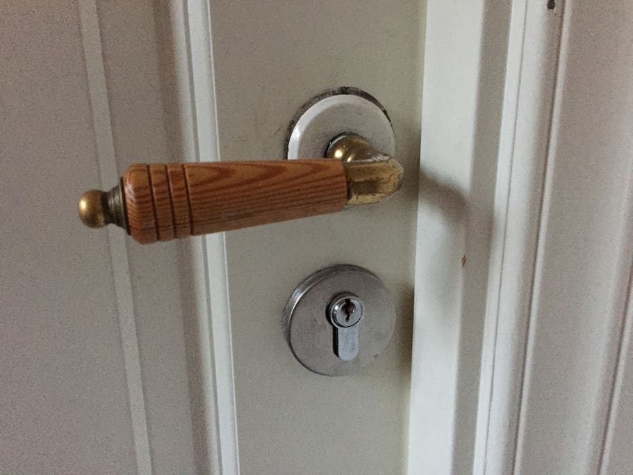 Feel safe with us, YOUR door have a good and secure keylock