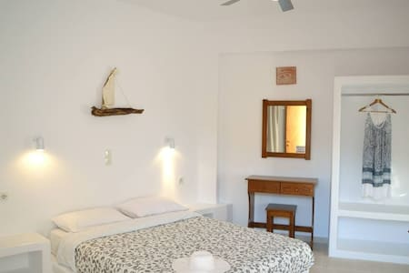 Adamas Cosy Studio| 100m to the beach