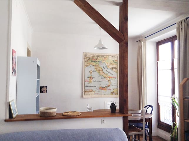 Cosy Wooden Apartment next to Canal Saint Martin - Paryż - Apartament