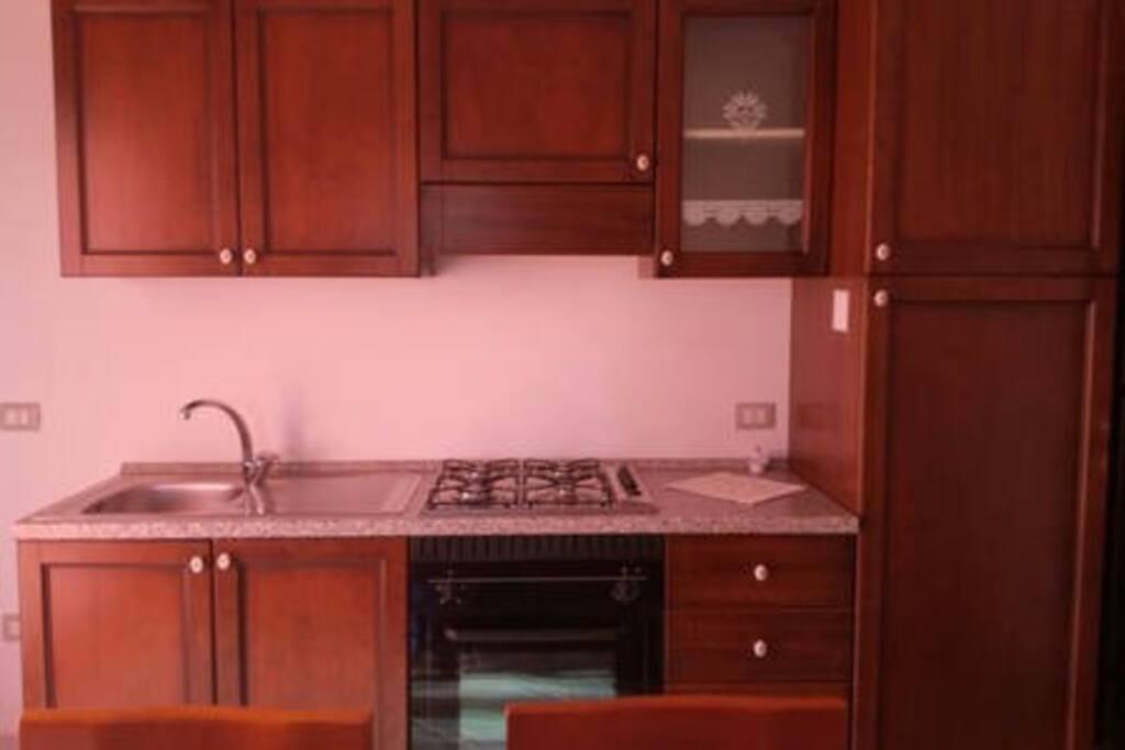 Cucina, forno, frigorifero, freezer, lavandino