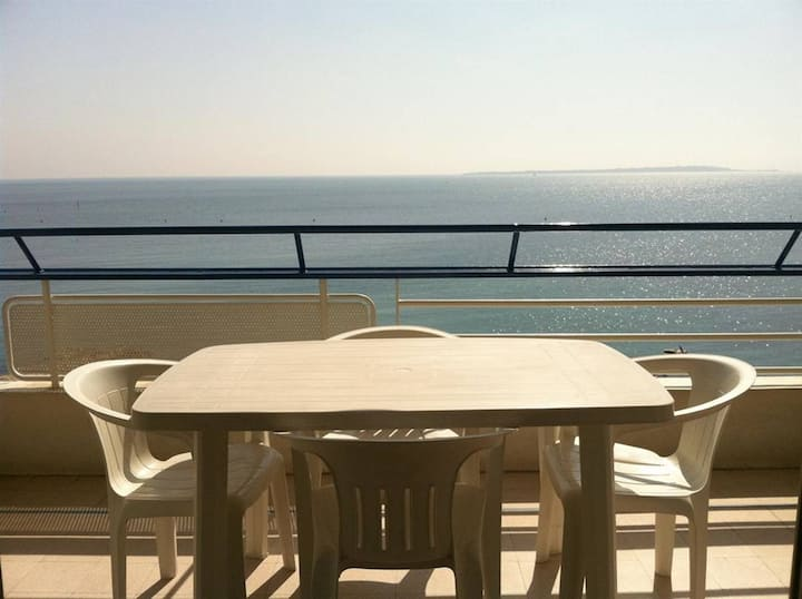 LE COLOMBIER- Panoramic seaview studio - Southern exposure - Parking