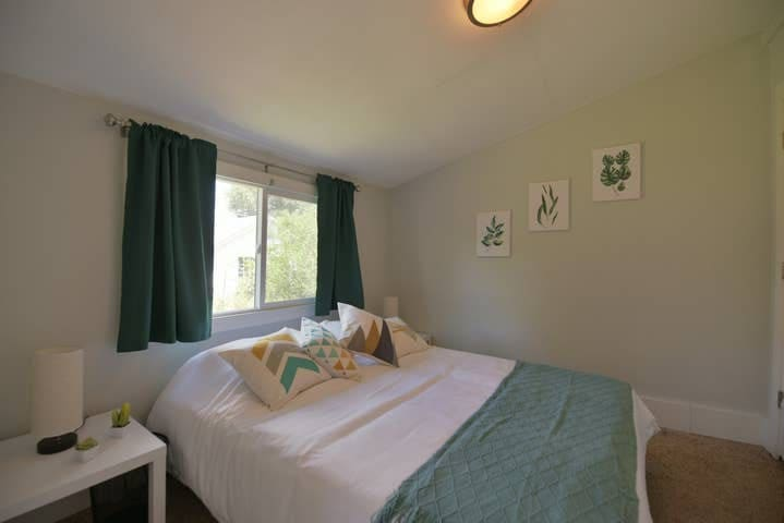 Cozy private room in Berkeley / Tennyson area