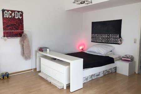 Helles Zimmer mit See- & Alpenblick - Friedrichshafen - Wohnung