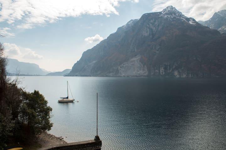 """""""Quel ramo del lago di Como che volge ad oriente..."""""""