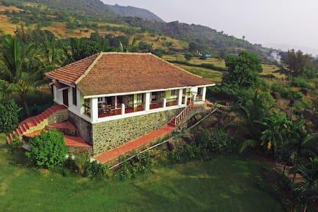 Salt Rim, a 2BHK villa with a private beach - Korlai
