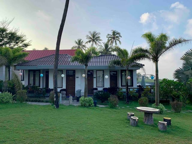 Hotel Lux - Bungalow (Beach Front) @Nweg Saung