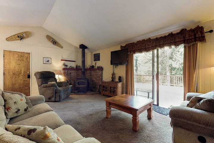 Dog-friendly cabin w/ spacious patio, wood stove, game room, and more!