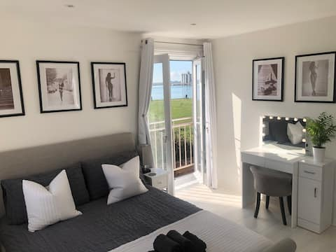 2 bed semi with Sea View and 2 parking spaces