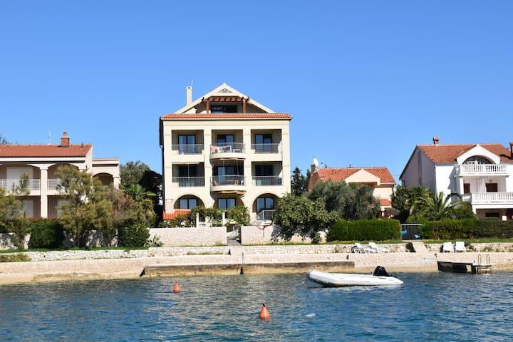 Cinthija seaside studio apartment