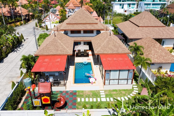 Kamala Beach 5 Bed Rooms Pool Garden Villa 亲子5卧别墅