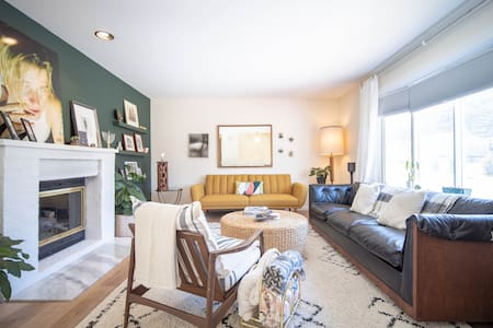 Bright and Dreamy  Home | 1 mi to Downtown