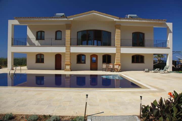 """Villa Efessu """"by the sea with private pool"""""""
