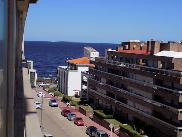 ¡Excelente ubicación!  En la Punta - Brava y Mansa