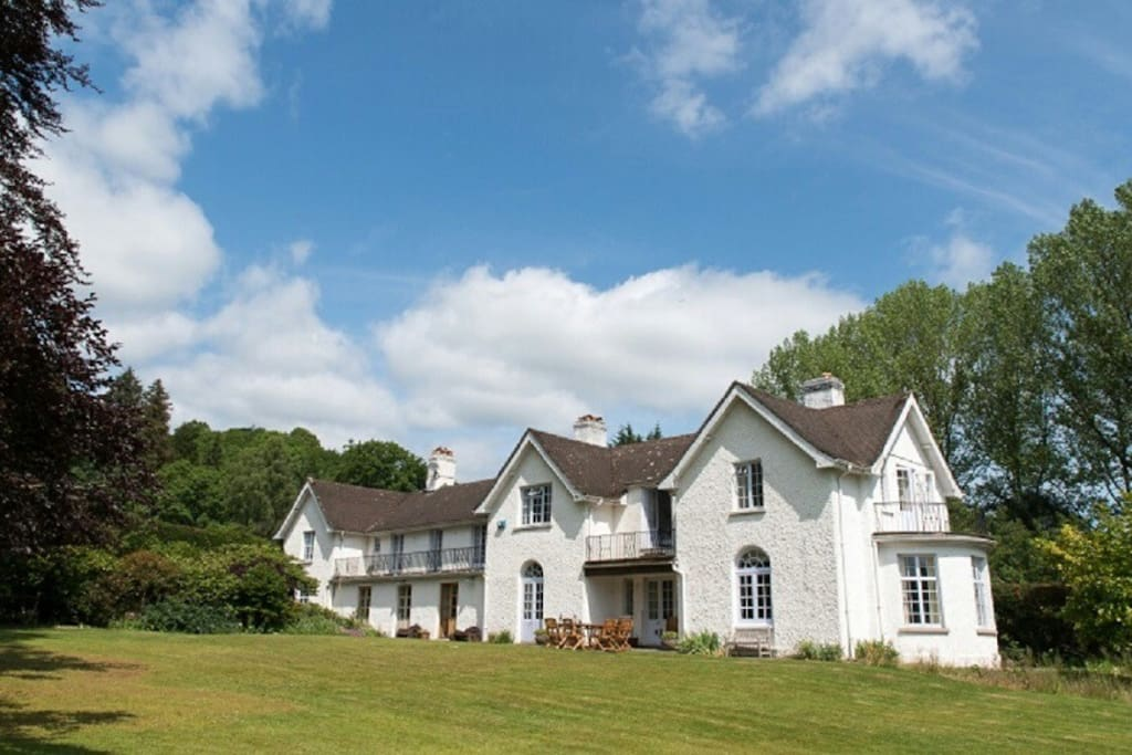 Large country house in mid wales sleeps 12 houses for for Big houses in the country