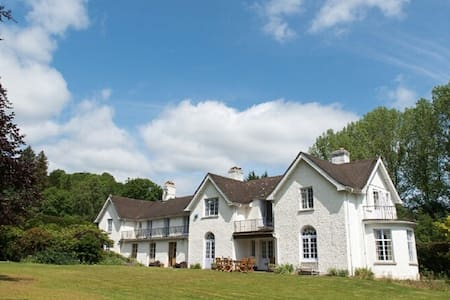 Large country house in Mid Wales. Sleeps 12 - Builth Wells