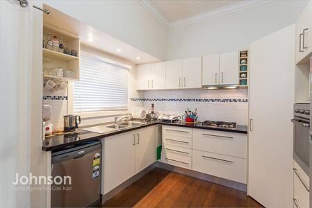Comfortable & Bright Room, OWN bathroom - Wynnum