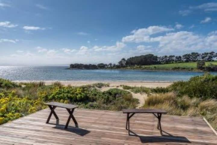 Ingleby Sands - Absolute Beachfront