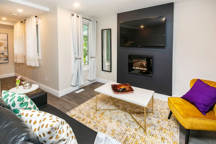 Bright/Modern Studio - Steps from the Byward Market!
