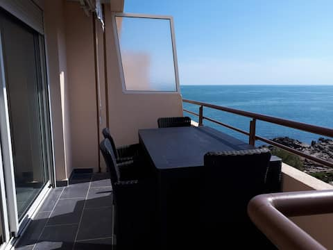 1BR, AC, sea view, swimming pool,WIFI,free parking