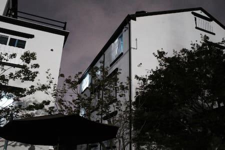 #2 집전체 • 주차가능 •  미니멀한 중화산동 원룸 - Jeonju-si - Apartamento