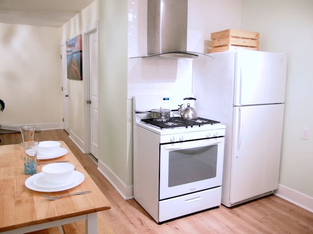 Fantastic centrally located 1 bedroom 1 bth apt .