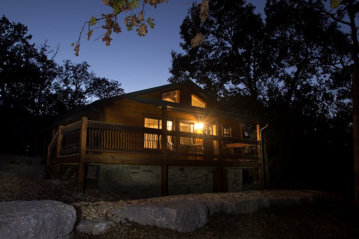 Indian Point 2-Bedroom Cabin Waterfront