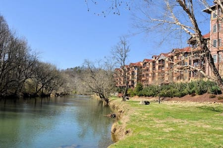 Relaxing Riverfront Condo