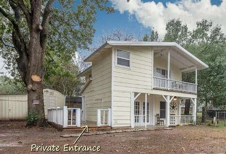 Cedar Creek Lake Getaway Ready for Your Enjoyment!