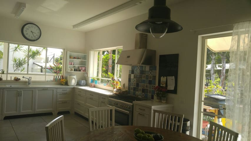 A 3 floor stylish villa with a car! - Tel Aviv-Yafo - Villa