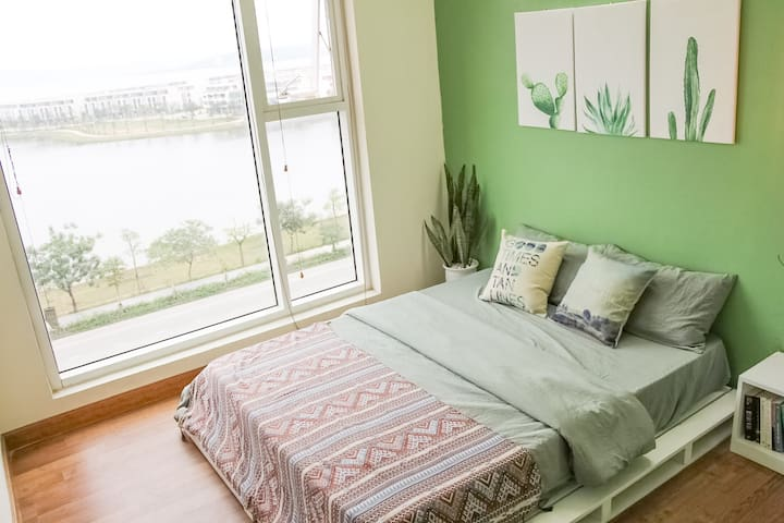 Sea View room in 3BR Apartment (Oak Room)
