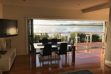 Amazing Ansons Bay Romantic Waterfront Beach Home
