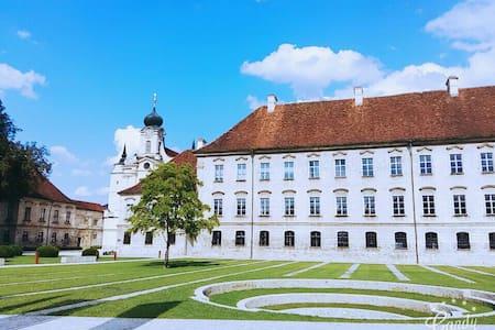 Wohnen wie einst die Mönche  Kloster Raitenhaslach