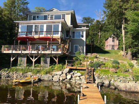 Luxury, lakefront home in NH