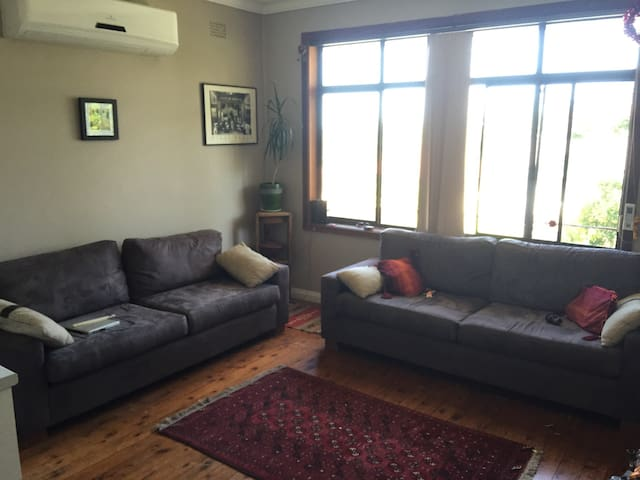 Cosy 3 bedroom house in Wollongong - Lake Heights - House