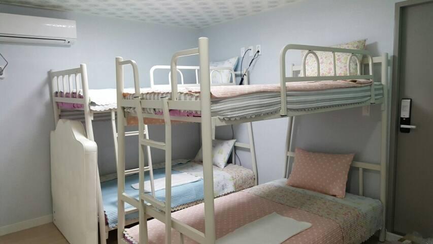 Domitori room for 4 Women